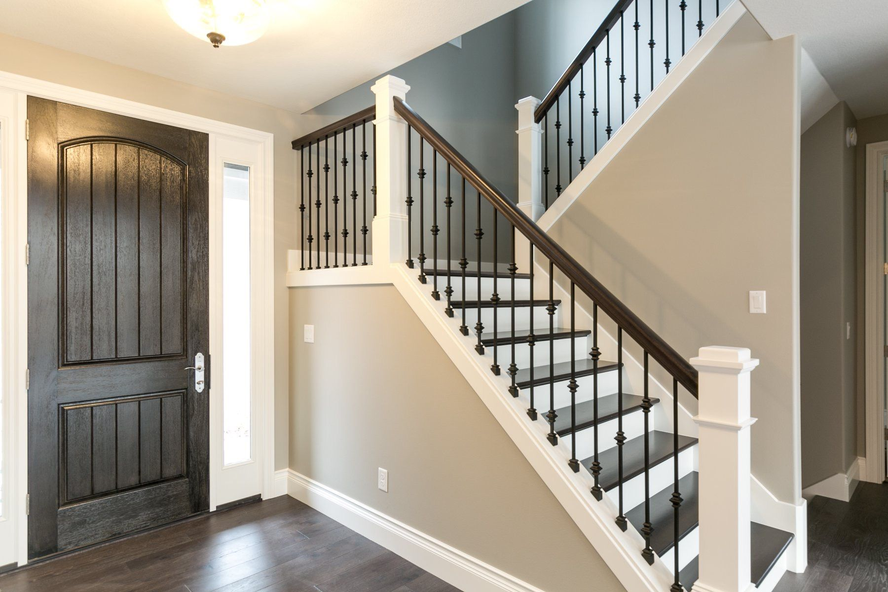 Best Open Stairway Closed Tread White Rise And White Trim 400 x 300
