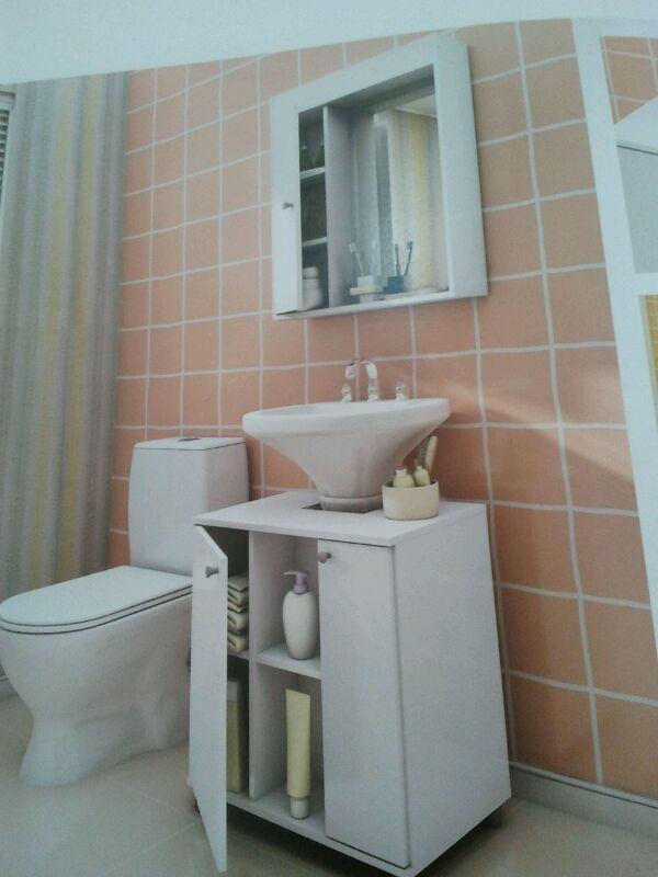 Organizando o banheiro.