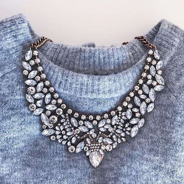 Vintage Glamour Statement Necklace Outfitoftheday Fashionista 24 90 Hinessboutique