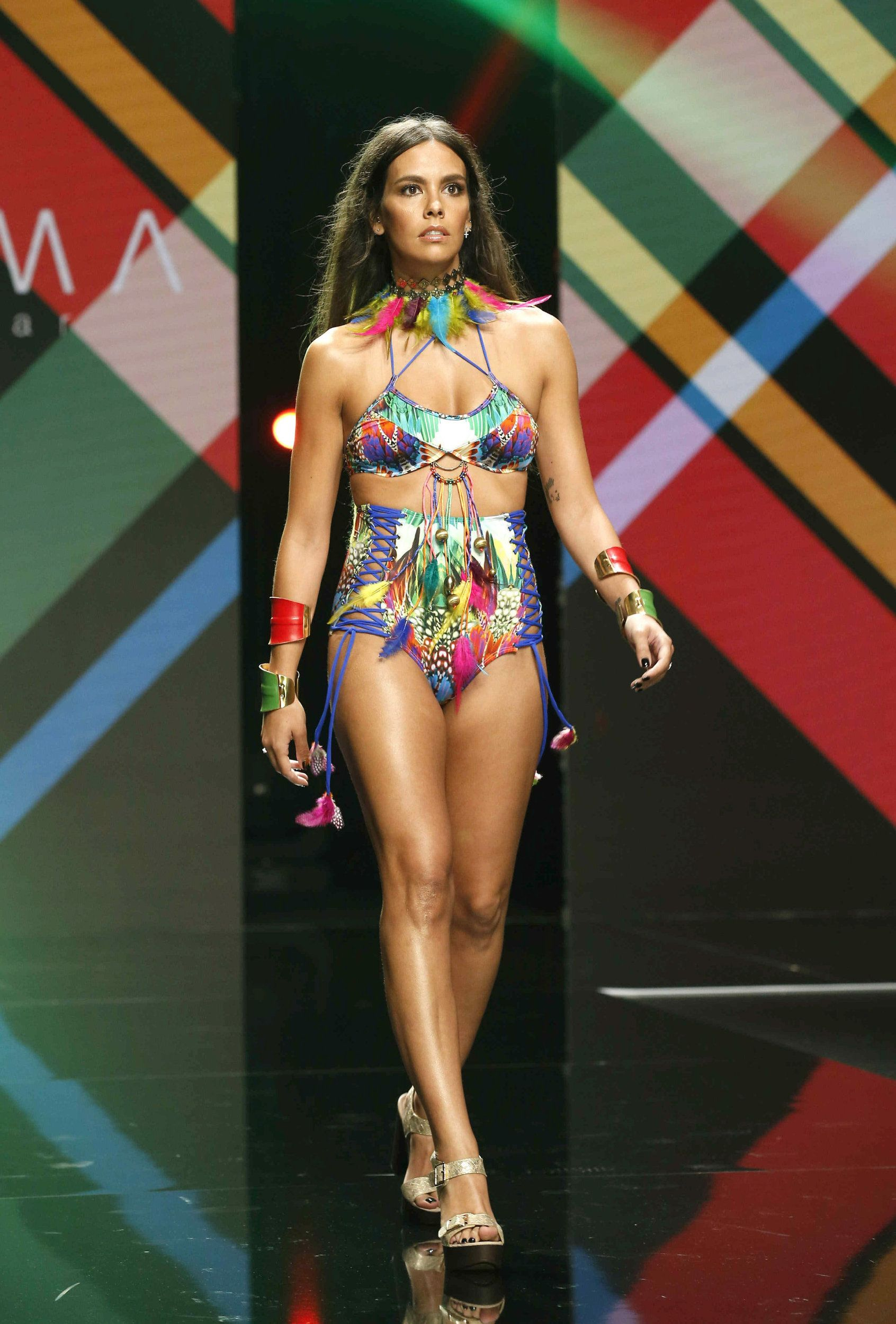 2718e3805721 Cristina Pedroche se estrena como modelo de bañadores | Una de ...