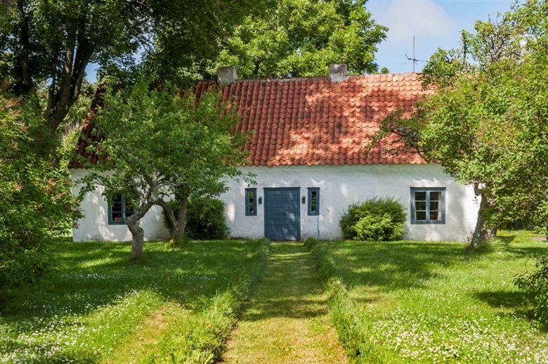 Beautiful old traditional house on the Swedish island Gotland Sproge Urgude 218 - Fastighetsmäklare Leif Bertwig - Oberoende mäklare på Gotland