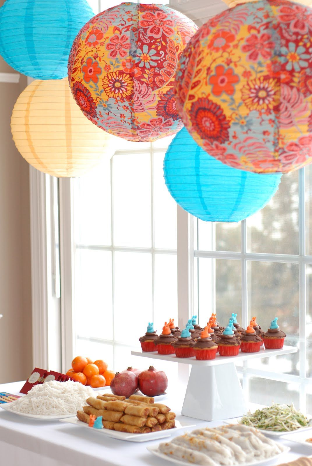 Vietnamese lunar New Year celebration | Chinese decor, New ...