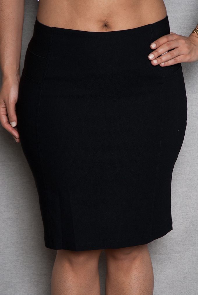 This black plus-size pencil skirt is an essential addition to your wardrobe. Minimal enough to go with any top this stretch-knit midi skirt features side panels with two bands of elastic at the top for a super-fitted high-rise waist. Perfect with ankle booties