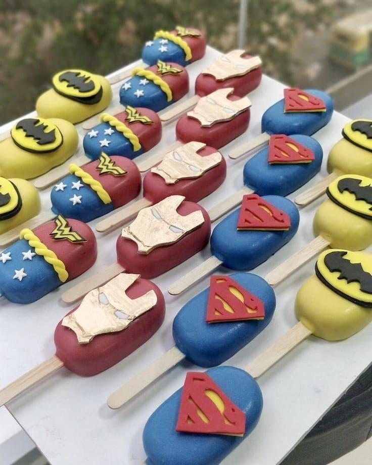 ¡¡¡Nuestros productos!!! Paletas cubiertas de chocolate🍦🍫. . • Contrato ...   - Superhero party -