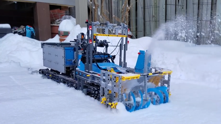 A Functioning Snow Blower Made Out Of Lego In 2020 Snow Blower Lego Snow