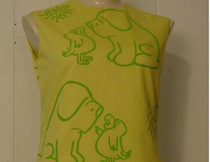 Detail: VINTAGE VG 1960s YELLOW CARTOON DRESS MOD DOG AND PARROT MEDIUM