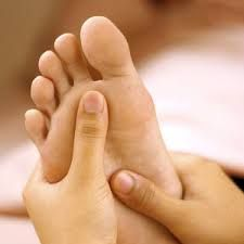 Resultado de imagen para how to massage your own feet