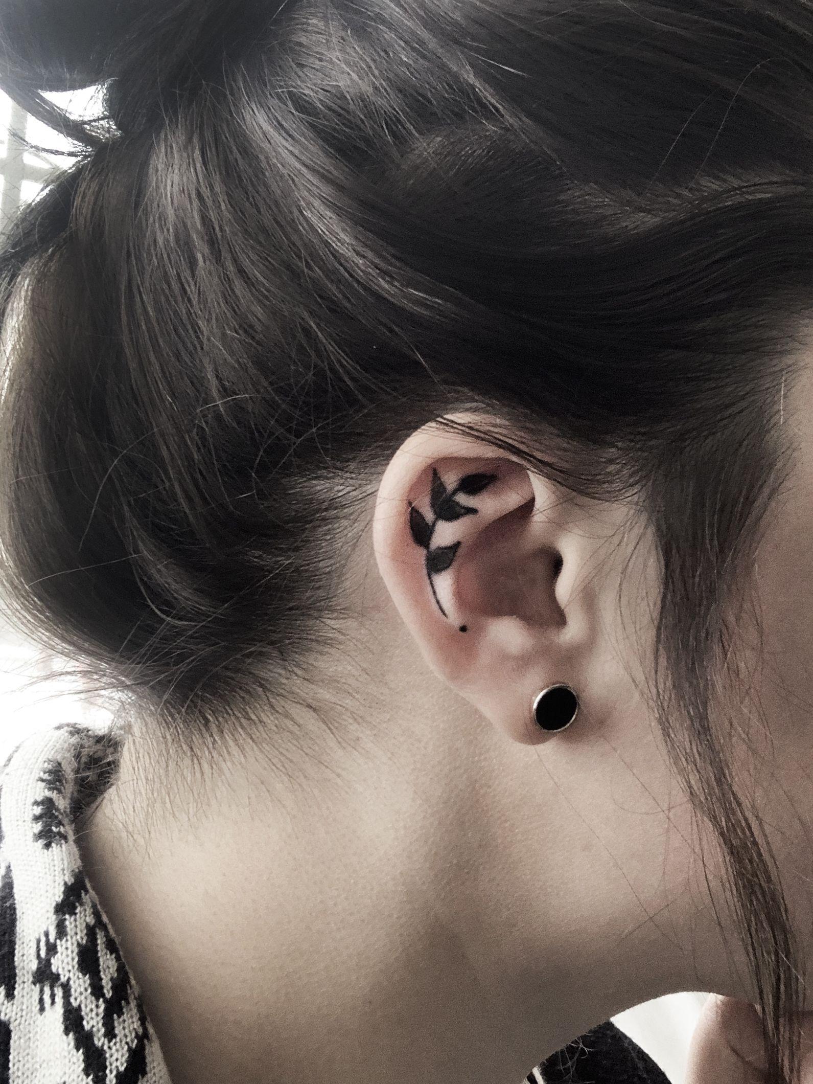 Inner Ear Tattoo Small Leaf Black On Cartilage Minimalist Simple In 2020 Inner Ear Tattoo Small Tattoos Tattoos