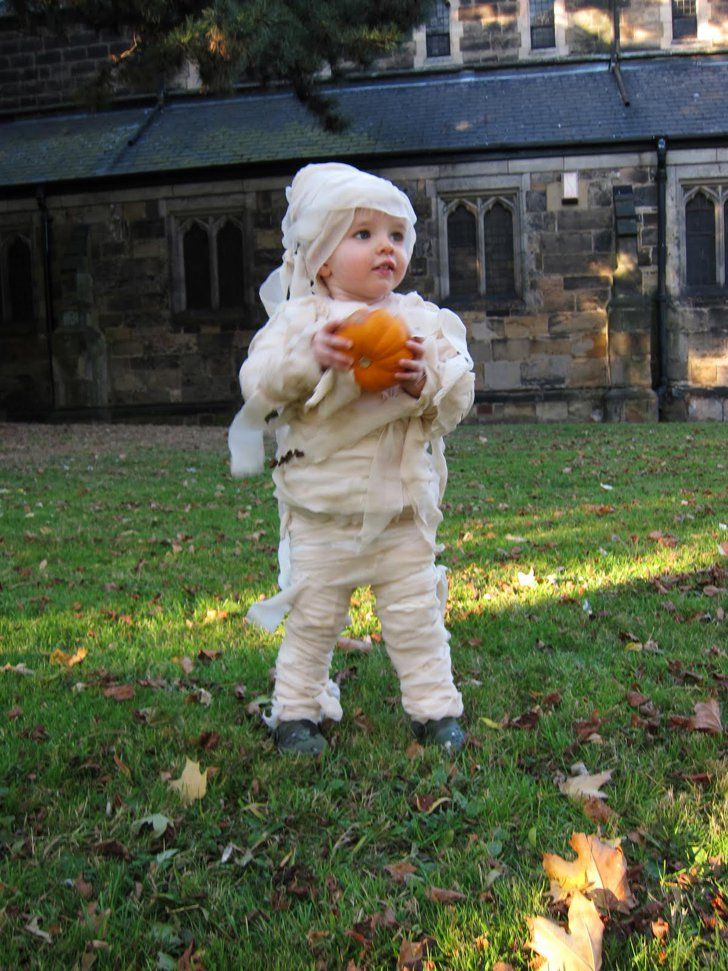 Baby Mummy Wrap Diy baby costumes, Cute baby halloween