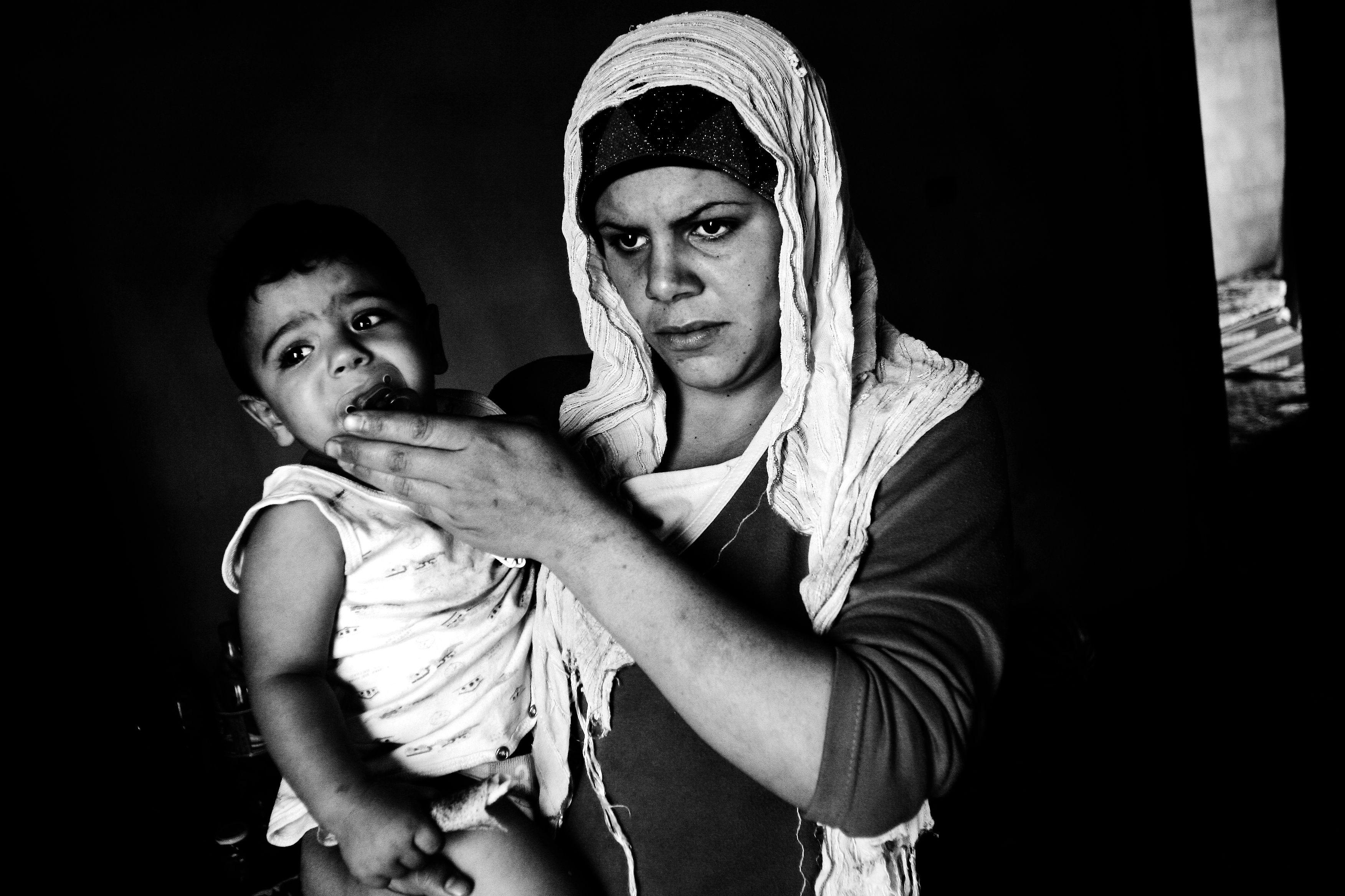 http://www.accioncontraelhambre.org/incidencia3.php  El hambre injusta   Las mayores crisis alimentarias del siglo XX han sido provocadas por uno (o más) de estos factores: desastres naturales, responsabilidad humana o conflictos. A lo largo de las últimas décadas las pandemias globales (sobre todo el VIH/SIDA), las desigualdades del comercios y el calentamiento global han jugado un papel cada vez más protagonista a la hora de provocar hambre y hambrunas.