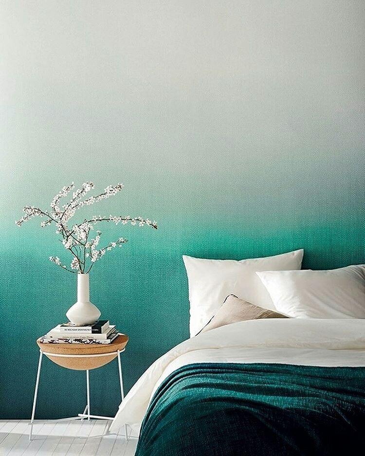 Na tendência de materiais aquarelados, este papel de parede (Wallcovering) sugere refresco imediato em qualquer abiente. Boa noite! #revistacasaclaudia #decoração #decor #decoration #casa #house #home #homedecor #parede #papeldeparede #wallpaper
