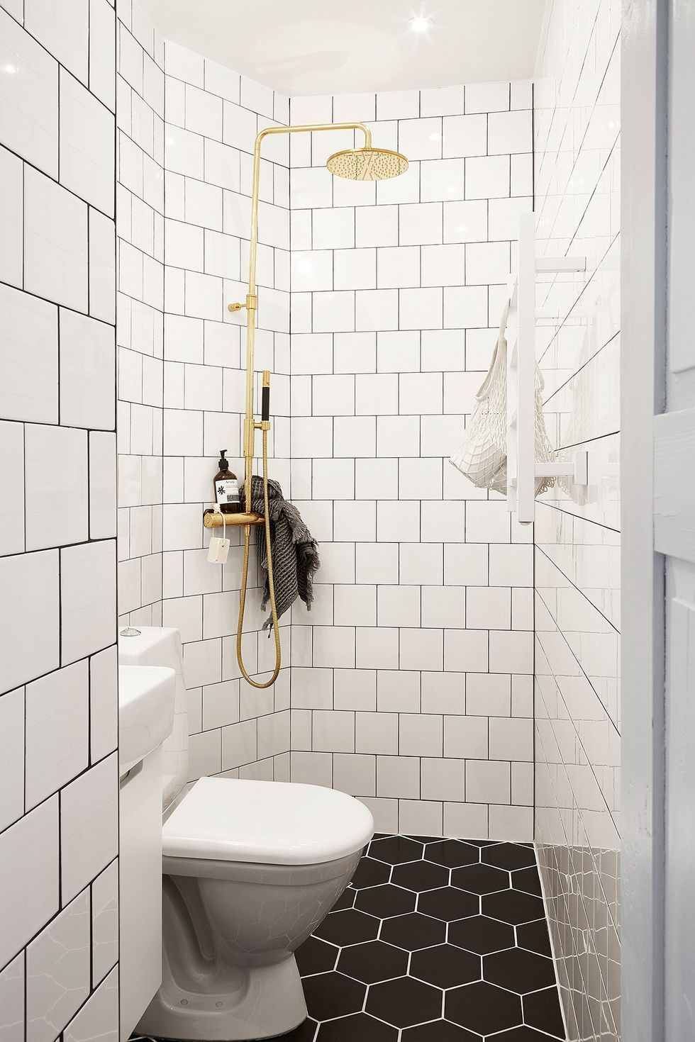 35 Design Ideas That Will Make Small Bathrooms Feel So Much Bigger In 2020 Small Bathroom Solutions Bathroom Design Small Very Small Bathroom