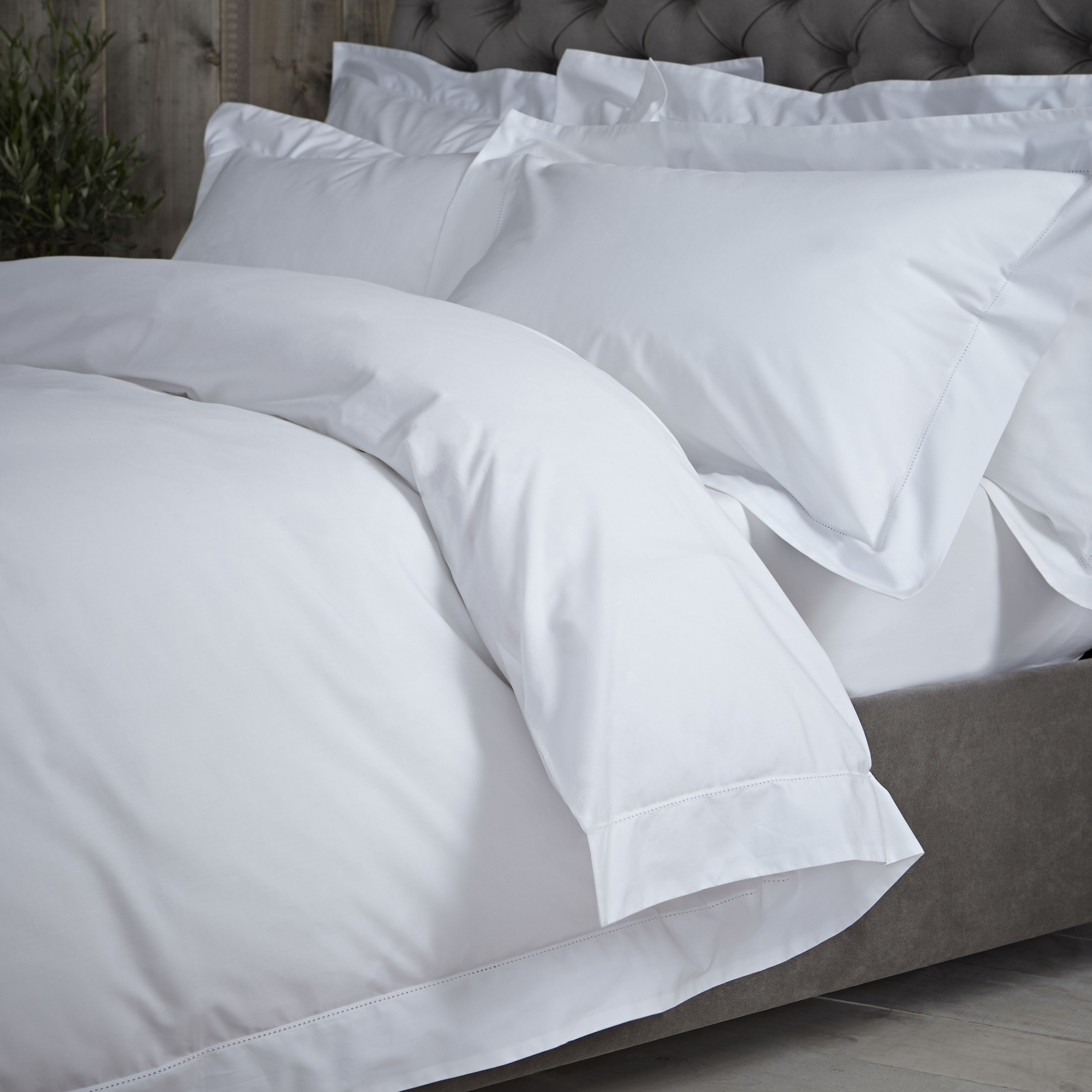 Winter Whites For A Crisp Style In Your Bedroom This Christmas