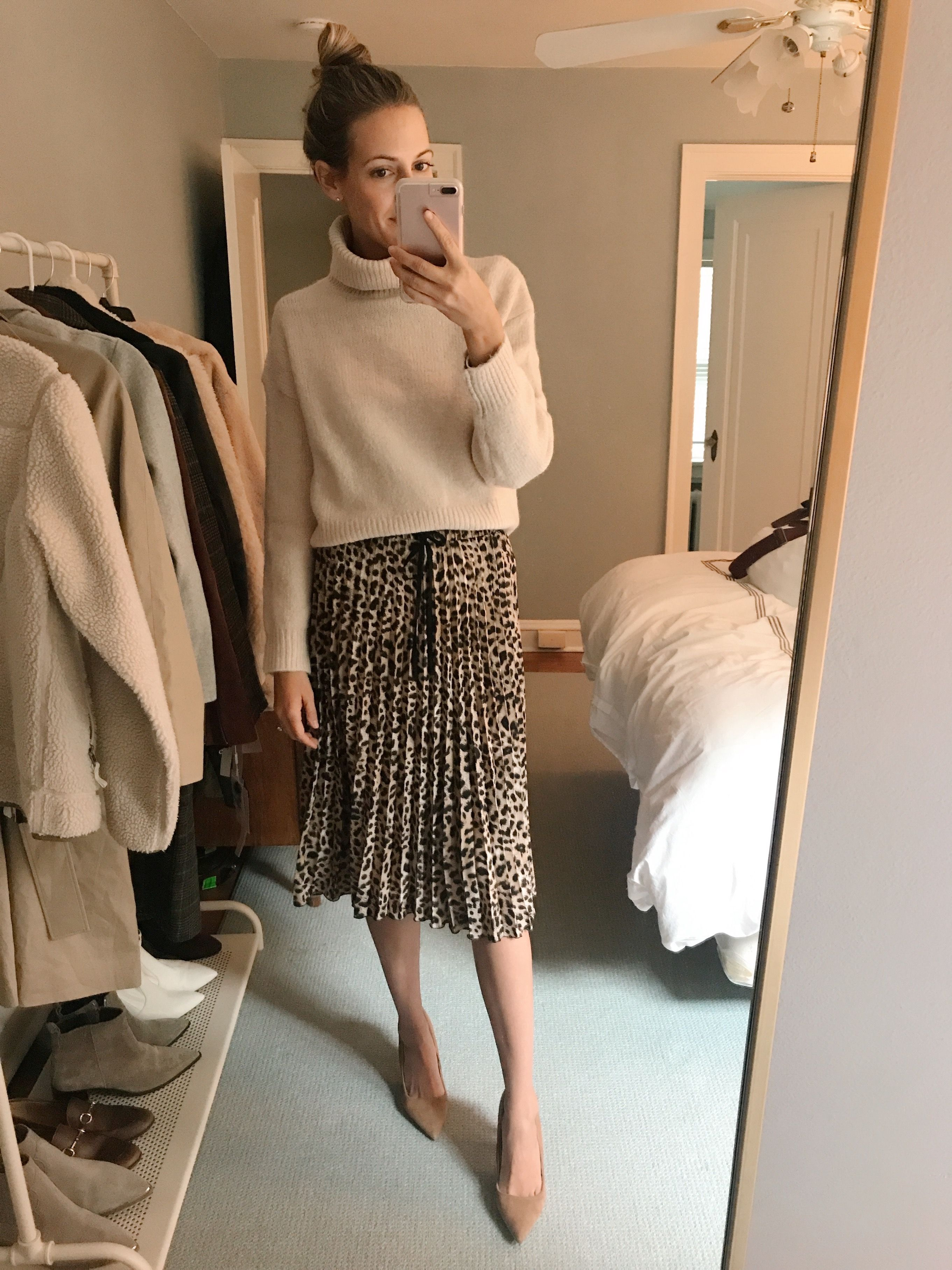 5867cc6854a0 h&m inexpensive sweaters #ootd Pleated Skirt Outfit, Leopard Skirt  Outfit, Skirt