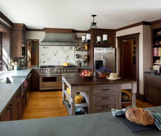 Off White Kitchen Cabinets With Slate Appliances: This Traditional U-shaped Kitchen Features A Combination