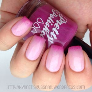 Pink thermal nail polish