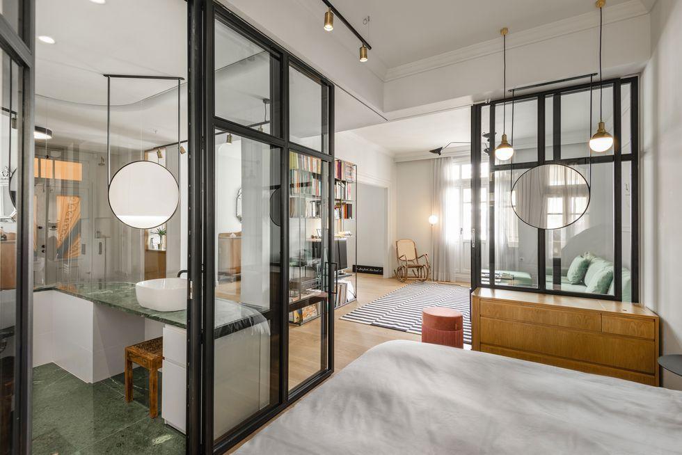Des Cloisons Interieures Vitrees Pour Un Appartement Transparent Cloison Interieure Cloison Minuscules Studios Appartements