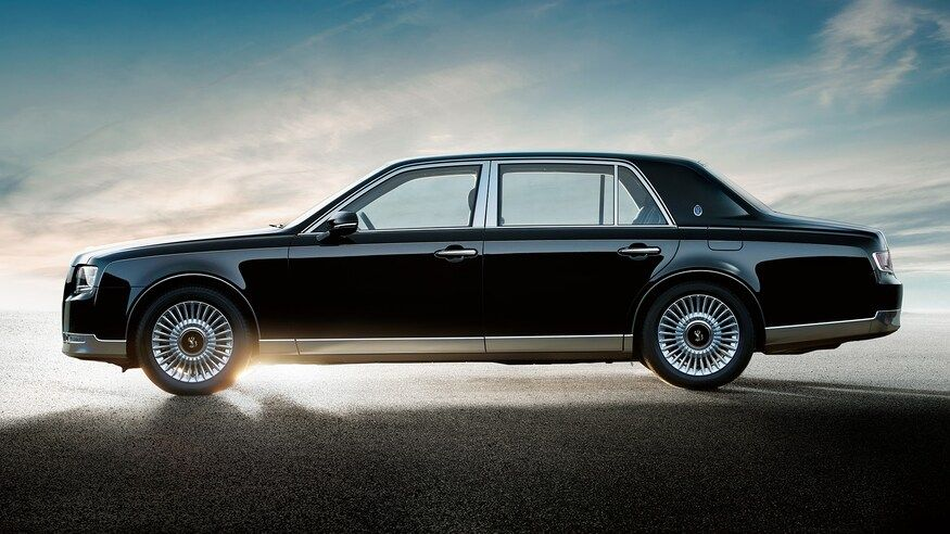 Inside Look How The Toyota Century Rivals Rolls Royce In 2021 Toyota Century Rolls Royce Toyota
