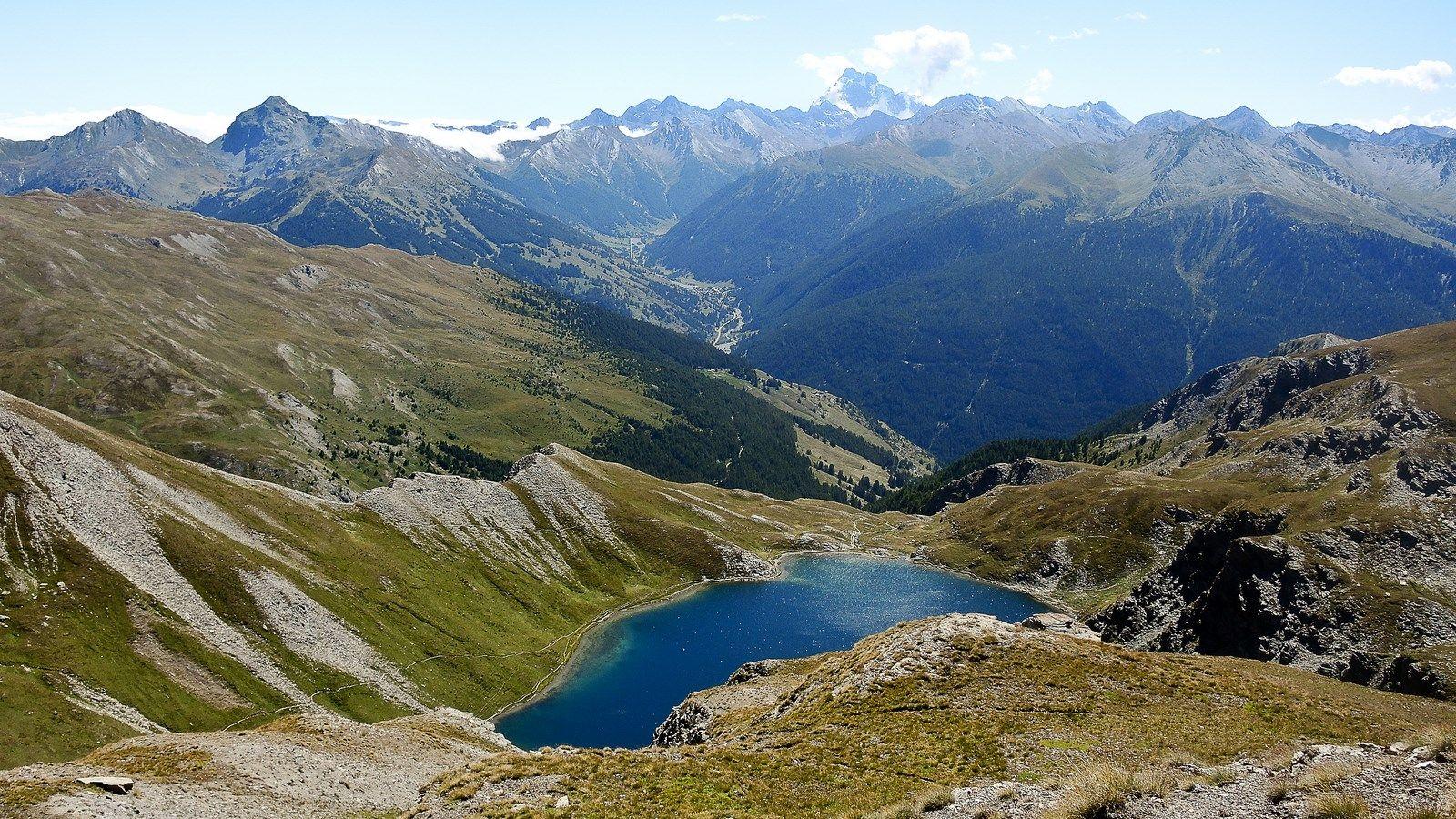 Le Grand Laus à 2579 m. Queyras. Fait partie des lacs du Malrif. Au départ de la bergerie du Lombard, au dessus d'Aiguilles.