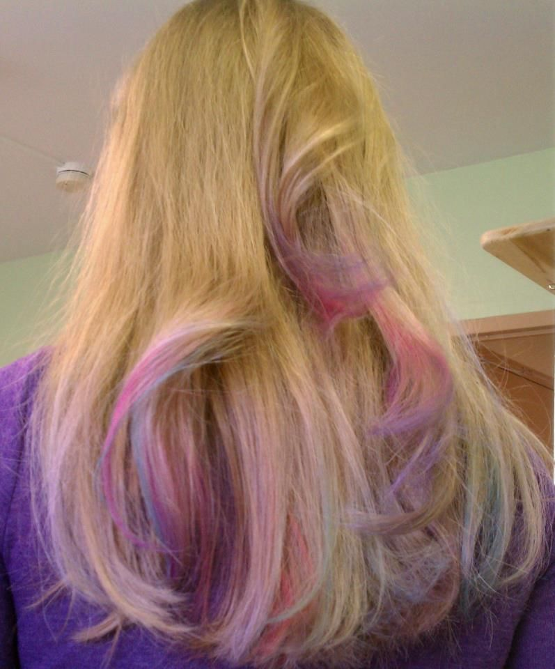 Love The Blending Of Hair Chalk Colors Hairchalk Hair Chalk Cool Hairstyles Hair Styles