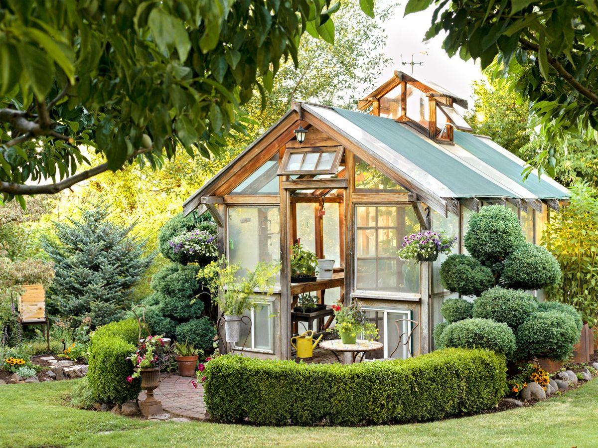 Mit Einem Gewachshaus Die Tote Ecke Im Garten Gestalten Garten Gestalten Gartengestaltung Gartenhaus