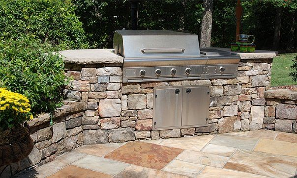 Irregular Flagstone Patio With Dry Stack Outdoor Kitchen Patio Stones Flagstone Patio Patio