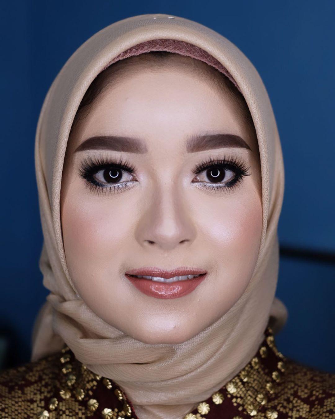 Engangement For Kak Febrianinm Mua Mandadari Makeupartist Makeuptutorial Makeup Makeupnatural Makeupwisuda Makeupartist Makeupslaves Wedd 2020