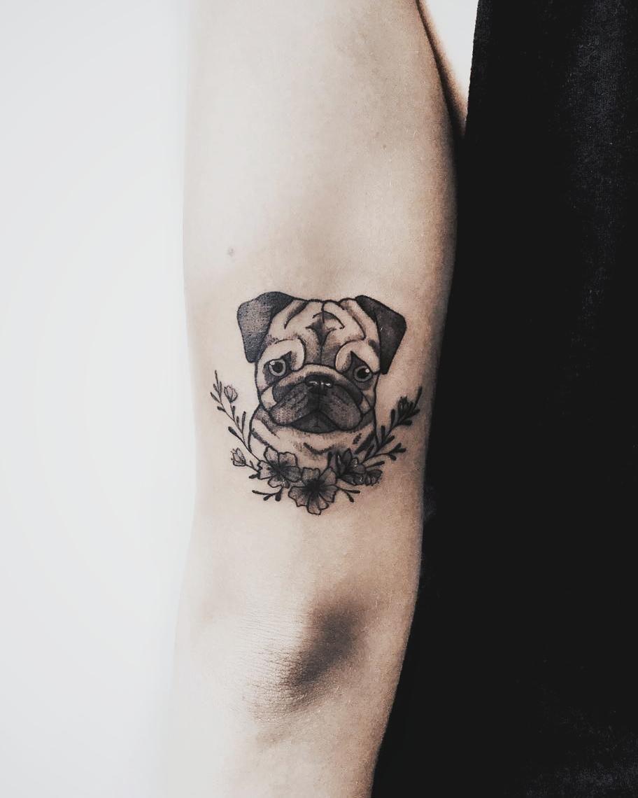 Pin By Maiara Barreto On Tattoos Pug Tattoo Small Small Dog Tattoos Pug Tattoo