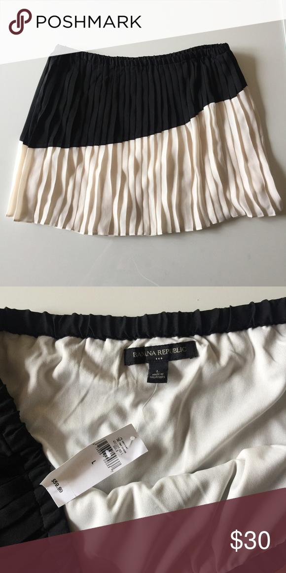 Asymmetrical Stripe Pleated Skirt NEVER WORN!  Such a unique piece - asymmetrical stripe and pleat detail.  No trades pls!! Banana Republic Skirts