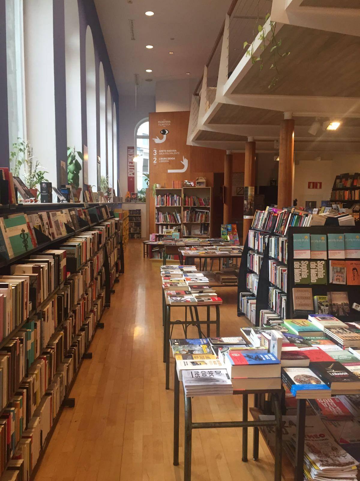 Librería Katakrak. #Presentación #Disecciones #Pamplona.
