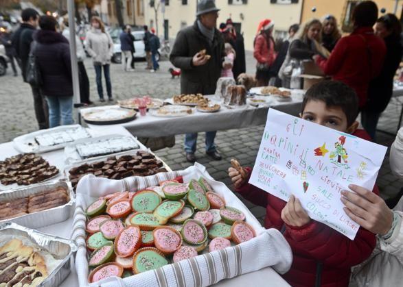 #occupyalbaro le immagini della festa di #Natale del movimento nato per ridare vita al quartiere bene di #Genova