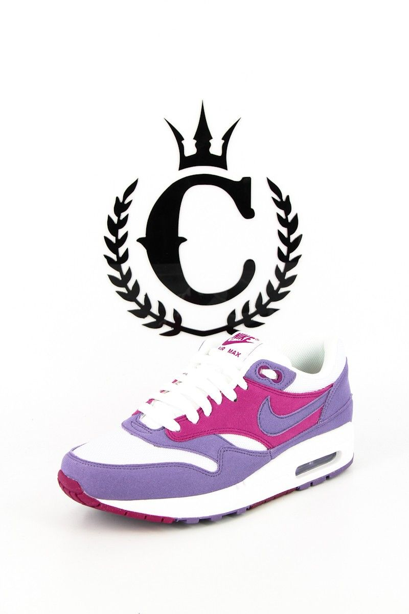 WOMENS AIRMAX 1 WHITE. LISTED IN WOMENS US SIZING.
