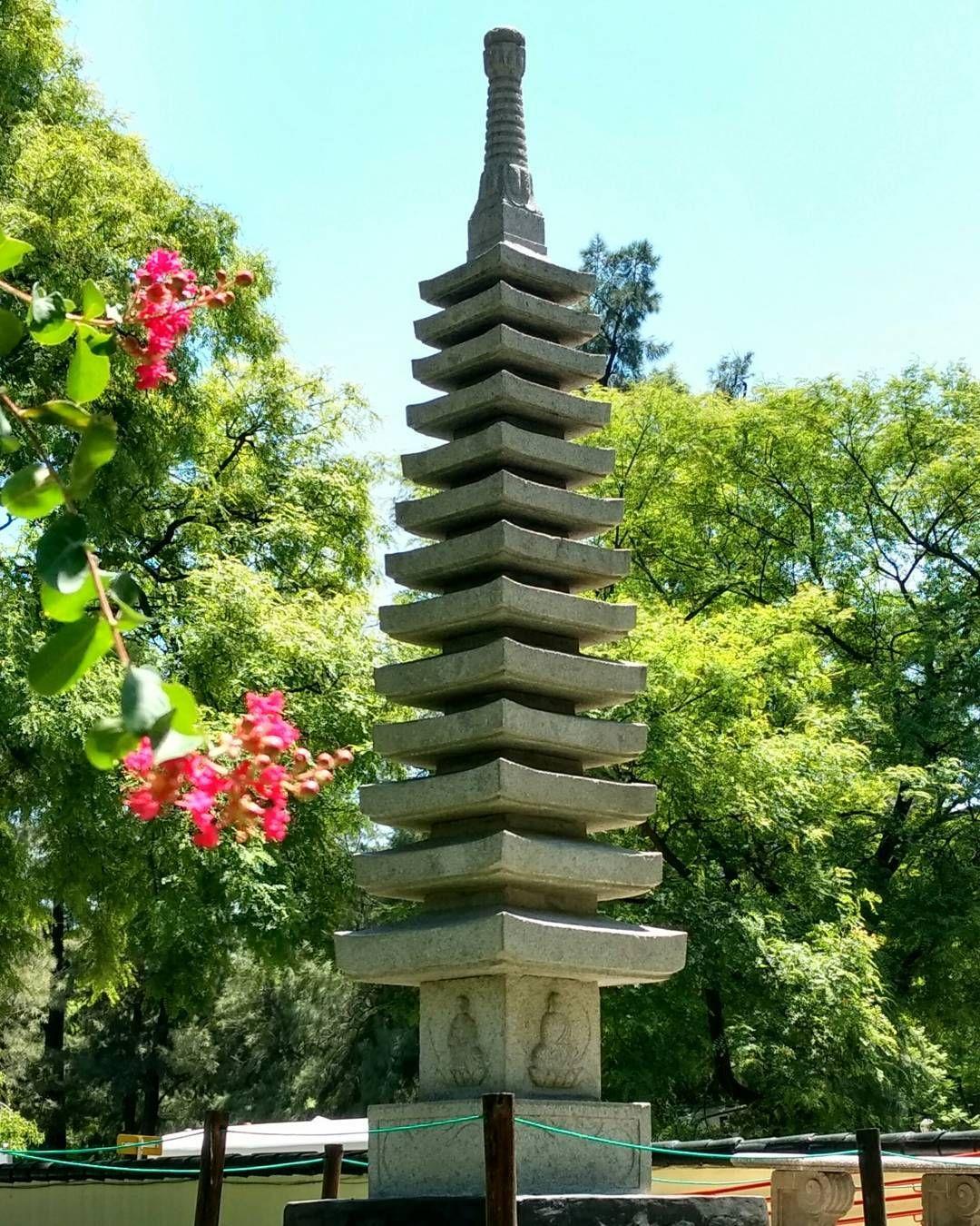 """571 Me gusta, 1 comentarios - Jardín Japonés (@jardinjapones) en Instagram: """"Otro atractivo del jardín:  Torre de los 13 aleros.  Representan a la divinidad  y a las etapas…"""""""