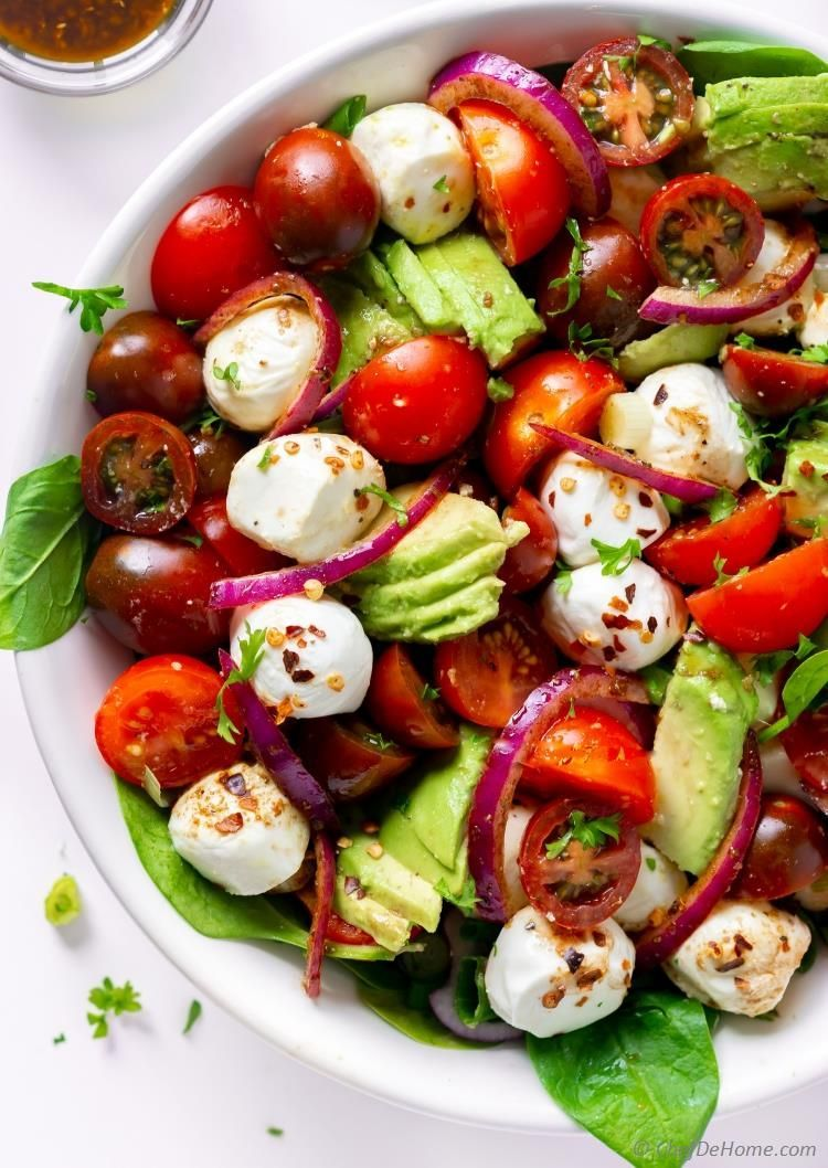 Avocado Tomato Mozzarella Salad Recipe | ChefDeHome.com