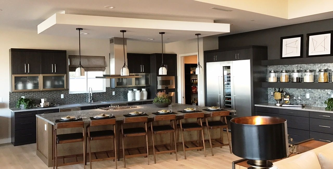 This Two Toned Urban Effects Cabinetry Kitchen In Las Vegas Nevada Was Created With Urban Effects Cabinetry S Cantum Door Style In Ther Cabinetry Kitchen Home