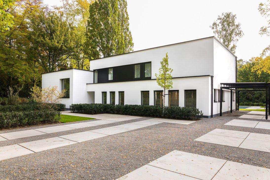 Gerenoveerde woning jaren 70 modern gevelpleisterwerk aluminium