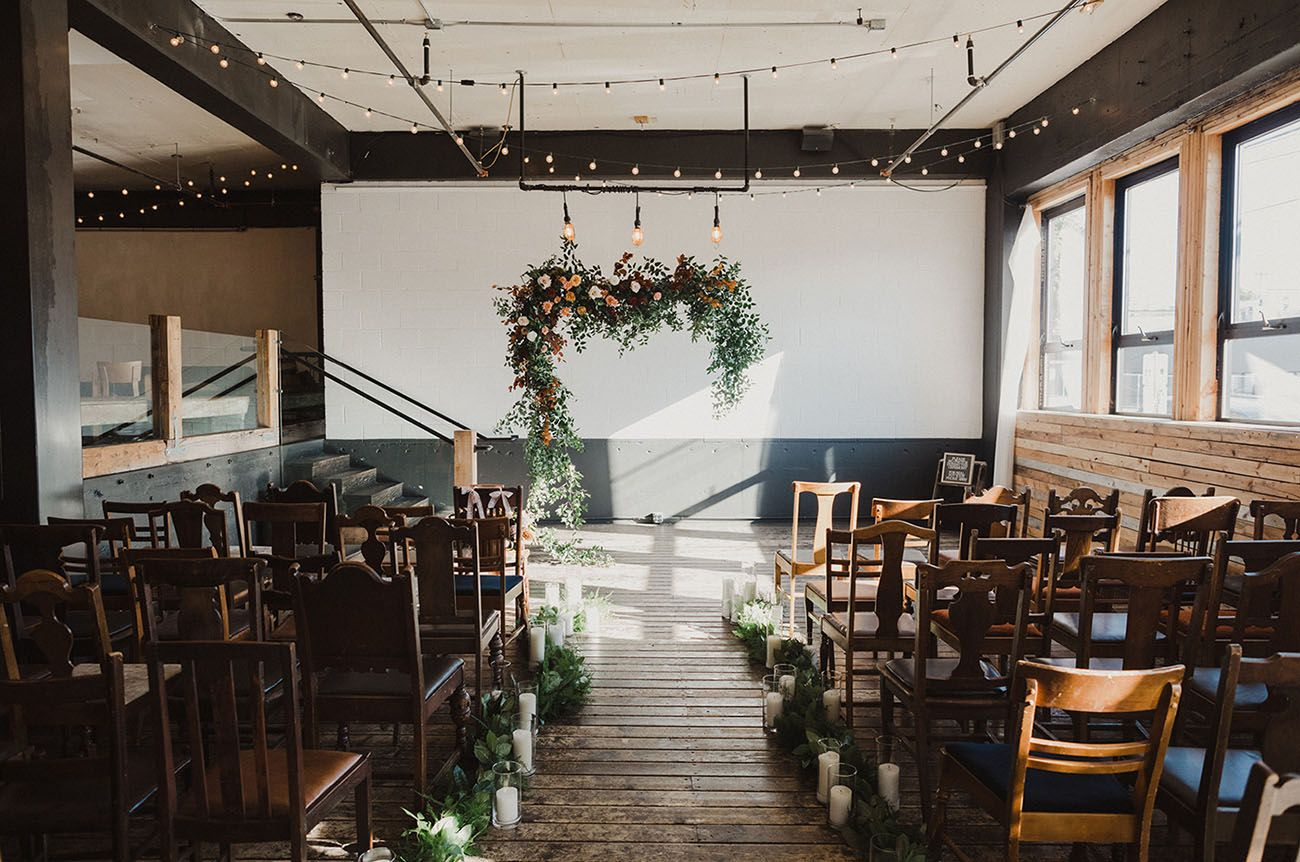 Cozy Greenery Filled Winter Wedding In Downtown Portland Green Wedding Shoes Portland Weddings Portland Oregon Wedding Venue Wedding Venues Oregon