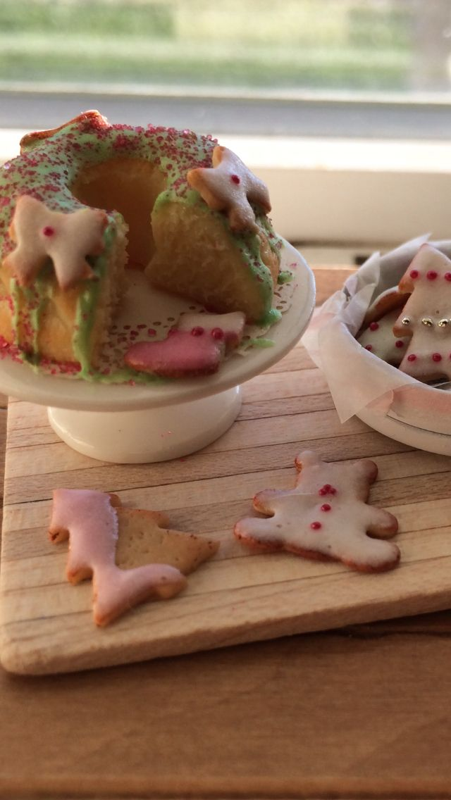 Holiday baking in miniature 1:12 scale by Kim Saulter #dollhouseminiatures