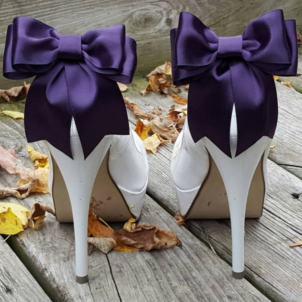 Beautiful satin ribbon shoe clips for all occasions shoeclipsonly.etsy.com #shoeclips #wedding