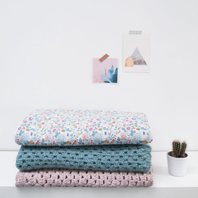 Baby blankets made by NUÏ. Learn how to sew and crochet in one of our DIY workshops in Belgium.