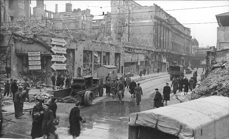 Friedrichstra 223 E 1945 Die Westliche Seite Der