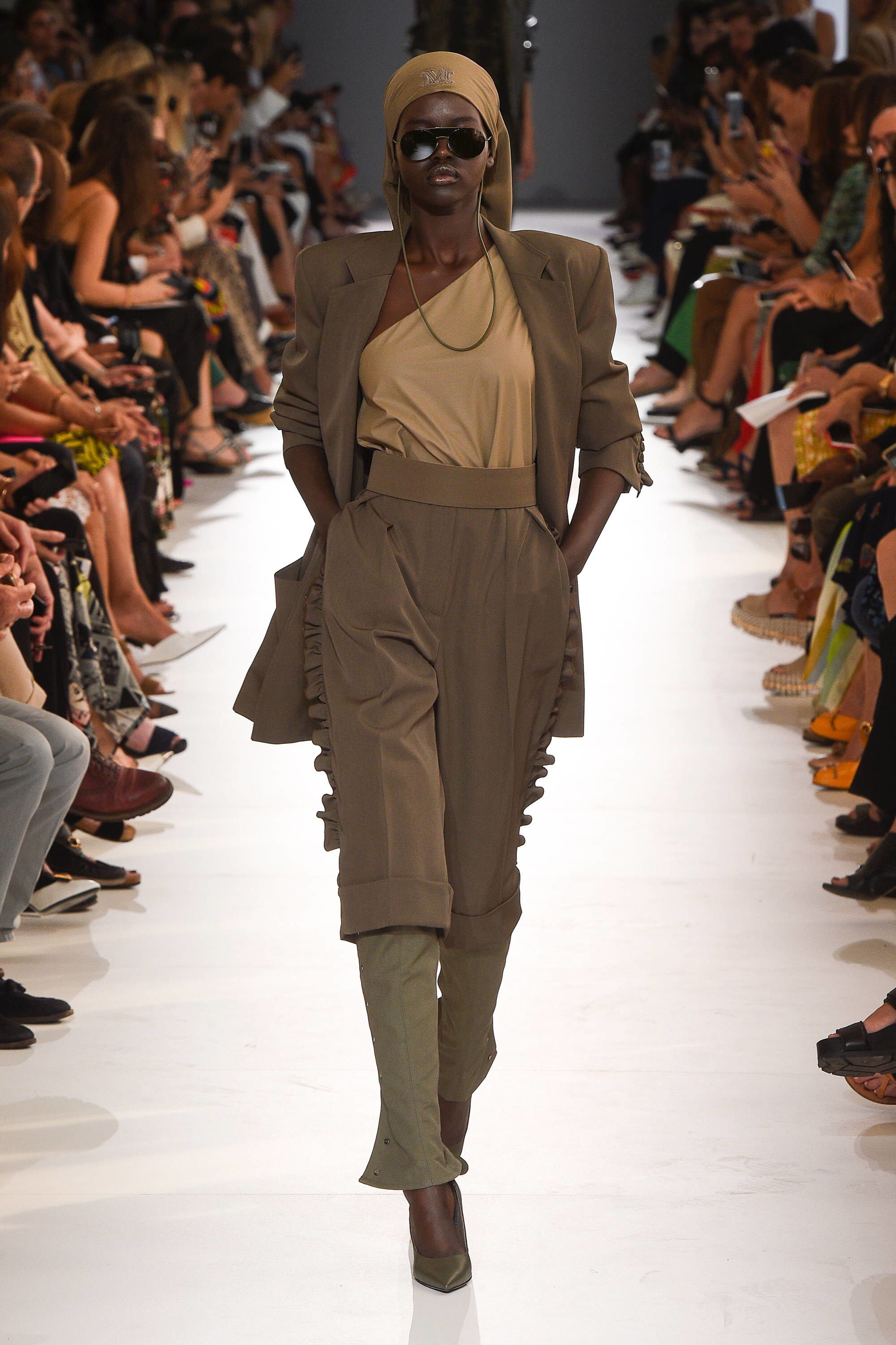 90a64dce8aeb Max Mara Spring 2019 Ready-to-Wear Fashion Show Collection  See the  complete Max Mara Spring 2019 Ready-to-Wear collection. Look 22