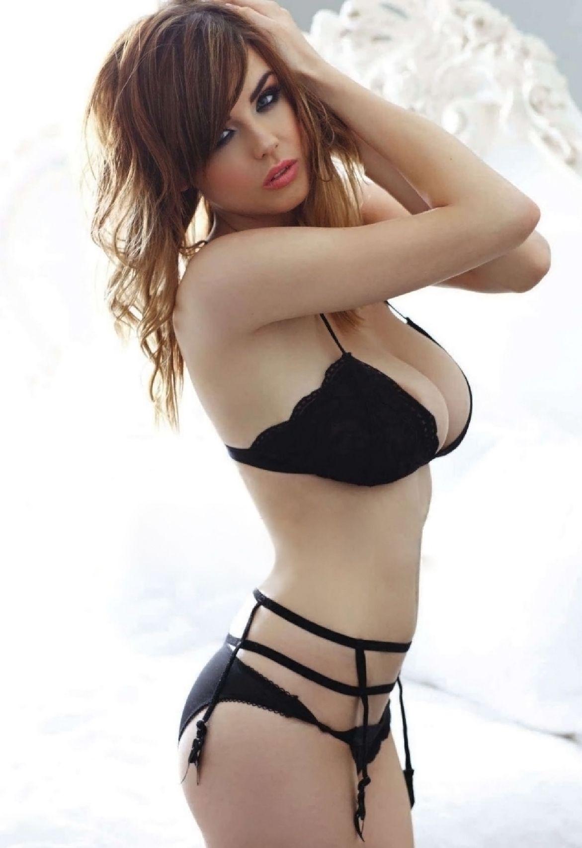 13億人に1人の美少女タレント・ジュリ(24)の週刊誌手ぶら水着画像