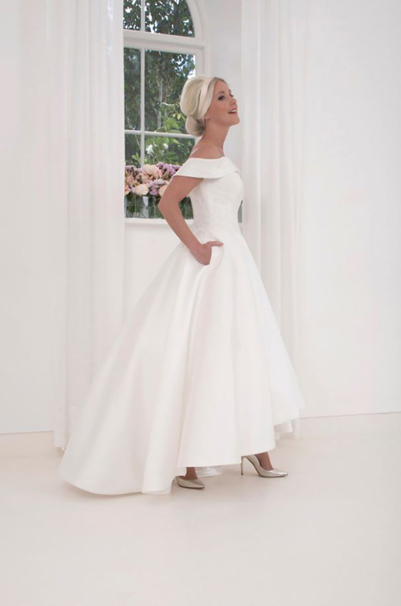 If You Want Stunning Throwback Wedding Style You Must See This Line Of Vintage Wedding Dresses Offbeat Bride High Low Hem Wedding Dress Wedding Dresses High Low Hem Wedding Dress [ 1207 x 800 Pixel ]