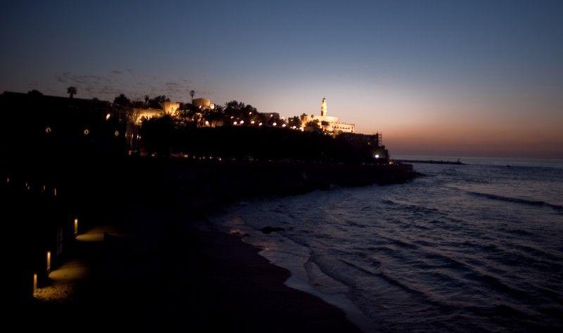 Israel Surreal » Jaffa, Império das Luzes – As águas do vasto Mediterrâneo salpicam a cidade de Yafo