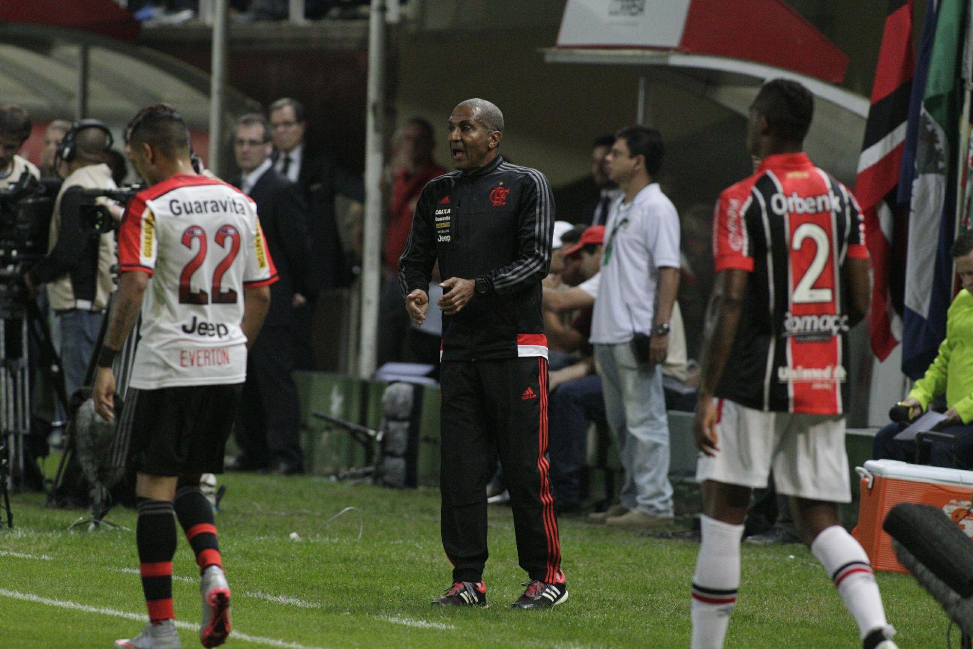 """Cristóvão exalta marcação no campo do rival e confia: """"Vamos sair dessa"""" #globoesporte"""