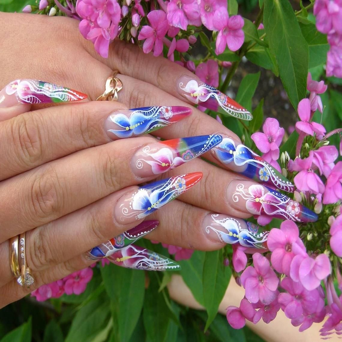 *** Beautiful Nails ***