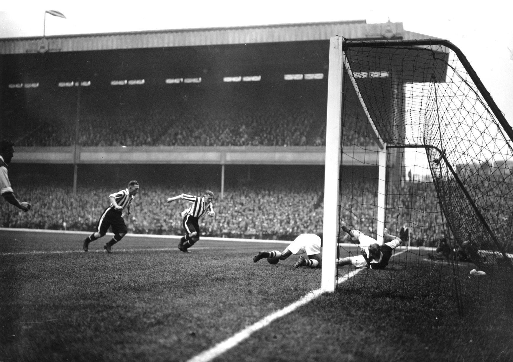 Epingle Sur 1930s Football