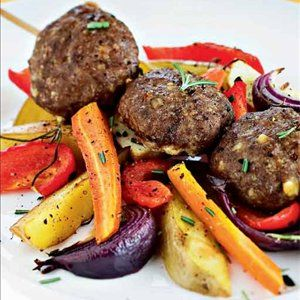 Kreikkalaiset lihapyörykät ja uunikasvikset - Reseptit – Kotiliesi