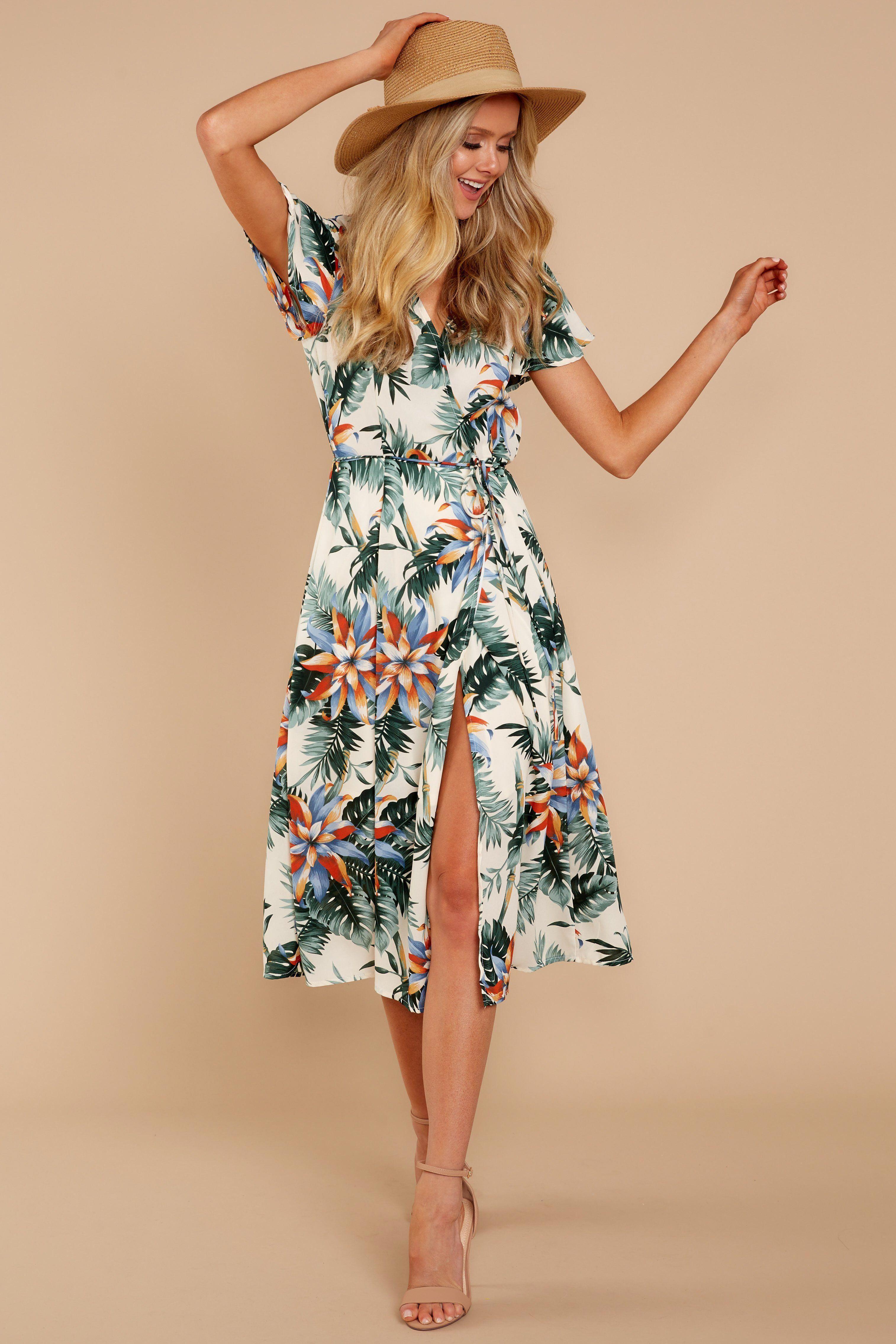 Pin By Meme Nukutabu On Summer Dresses Tropical Maxi Dress Tropical Dress Outfit Trendy Maxi Dresses [ 4542 x 3028 Pixel ]